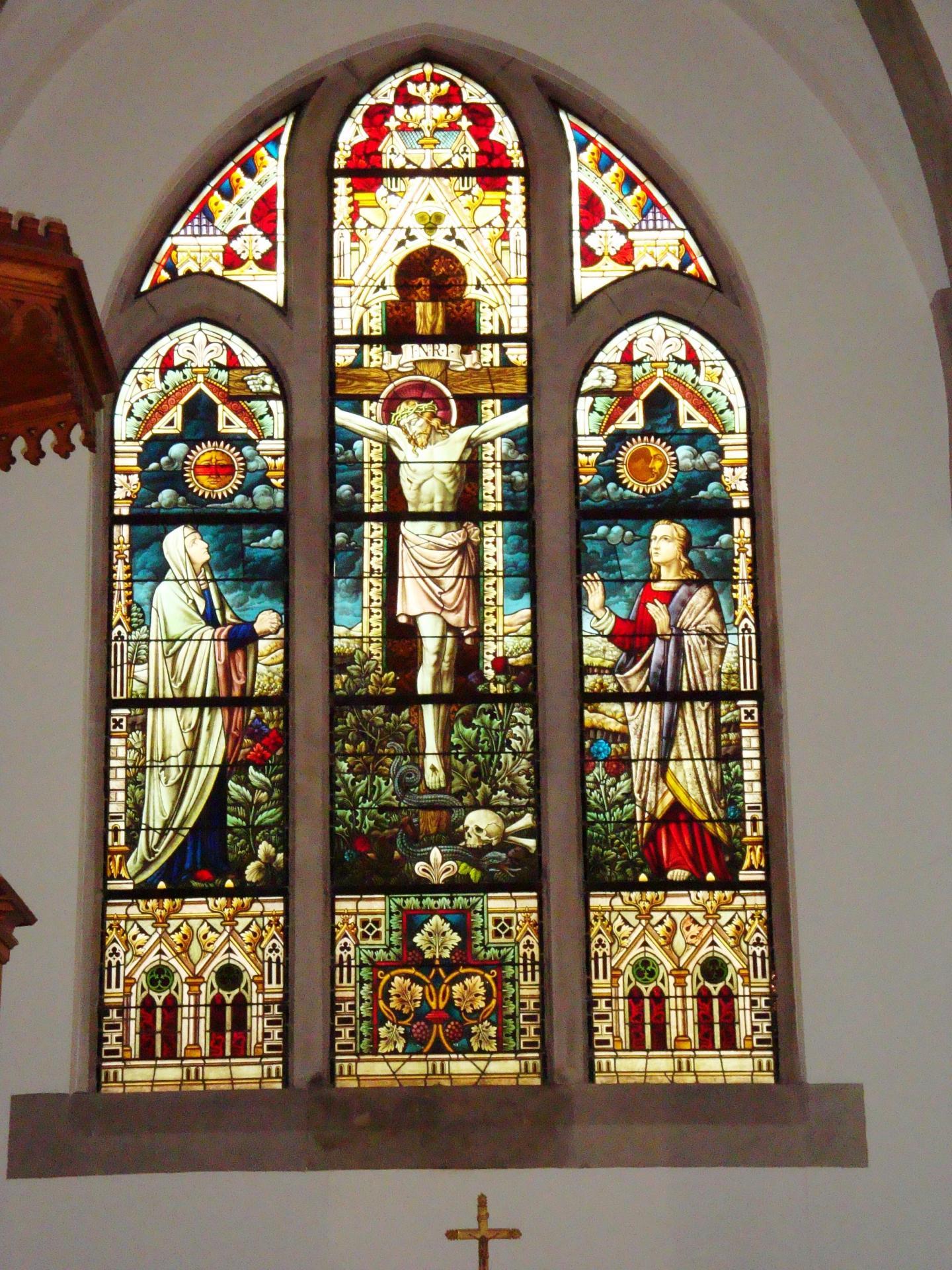 Grand vitrail de la crucifixion