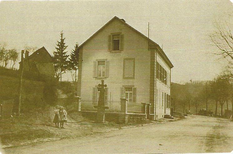 Premier presbytere vers 1905