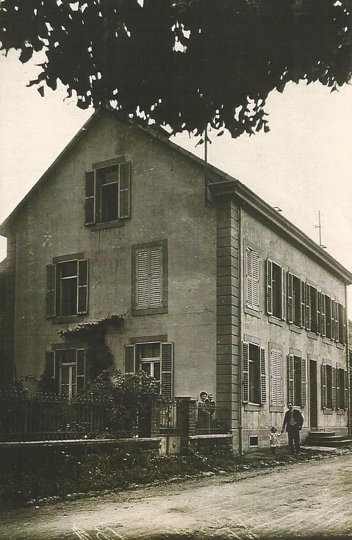 Premier presbytere vers 1910