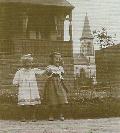 Presbytere avec temple au fond vers 1913